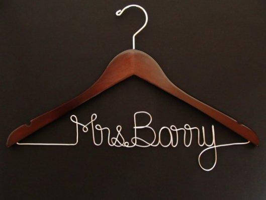 Lookie lookie i found diy custom wire name wedding hangers sharing is caring solutioingenieria Images